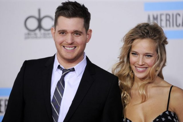 Michael Bublé et Luisana Lopilato... (Photo: AP)