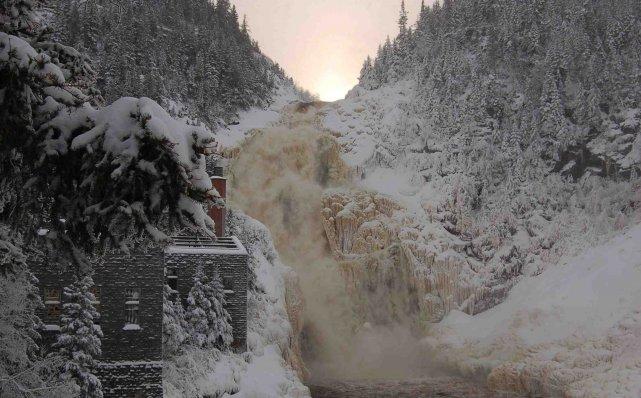 La construction d'une minicentrale hydroélectrique sur le site historique de... ((Archives))