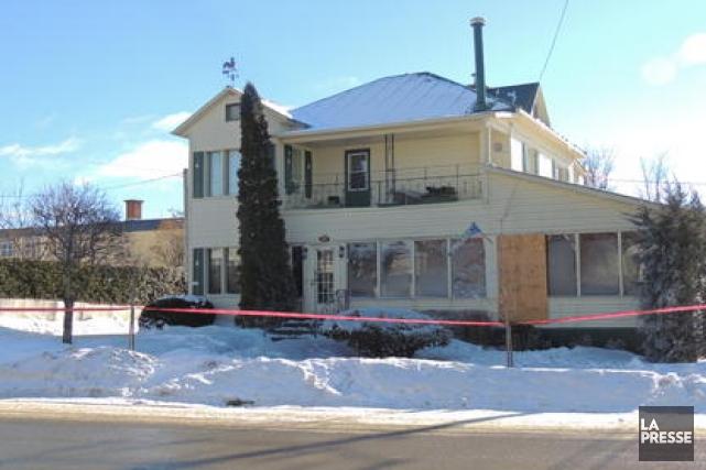 Une femme de 74 ans a péri, samedi soir, dans un incendie qui s'est déclaré... (La Tribune, Ronald Martel)