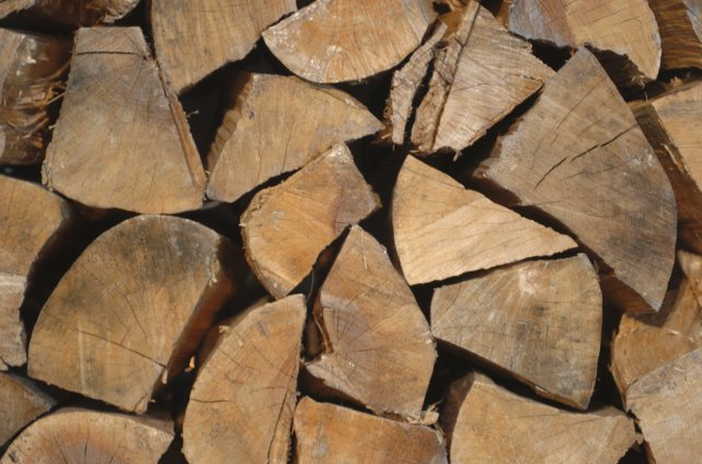 Cet hiver, les vendeurs de poêles à bois, de bois de chauffage et de « truies «... (Archives La Presse)