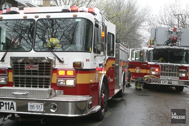 Un populaire pub de l'ouest d'Ottawa a été détruit par les flammes, lundi matin.
