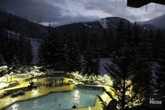 La piscine de l'hôtel Coast Blackcomb Suites.... (Photo Bernard Brault, La Presse)