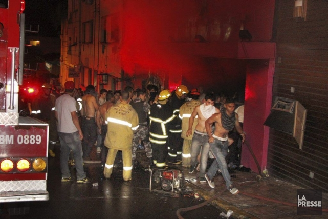 La discothèque remplie d'étudiants, était surpeuplée au moment... (Photo AP)
