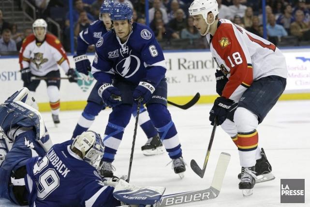 Steven Stamkos a réussi son quatrième but de la saison pour aider le Lightning... (Photo AP)