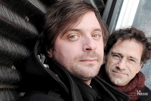 Christian Lapointe et Daniel Danis convient les spectateurs... (Le Soleil, Erick Labbé)