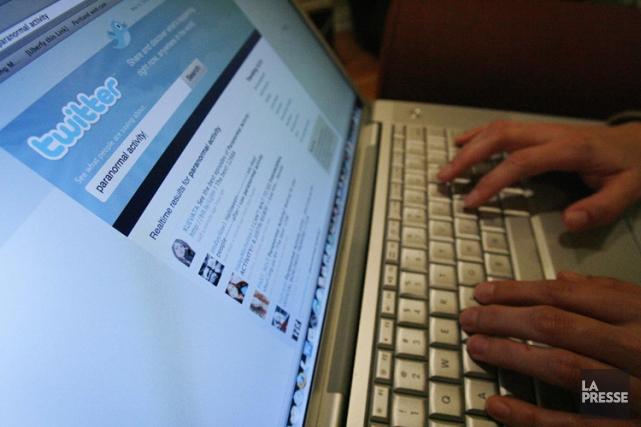 Les élus montréalais peuvent-ils «twitter» et consulter leur page Facebook... (Photo: Reuters)