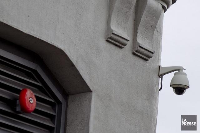 Une caméra de surveillance au 1000, rue de... (Photo Marco Campanozzi, La Presse)