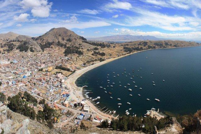 Copacabana, sur le lac Titicaca, vue depuis le... (Photo: Sylvain Sarrazin, La Presse)