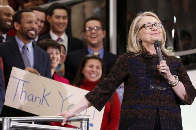 La secrétaire d'État Hillary Clinton passe le flambeau... (PHOTO KEVIN LAMARQUE, REUTERS)