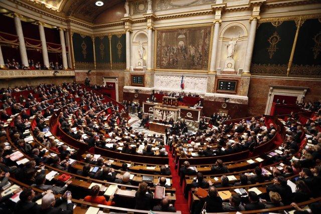 Par 249 voix contre 97, les députés ont... (Photo : Charles Platiau, Reuters)
