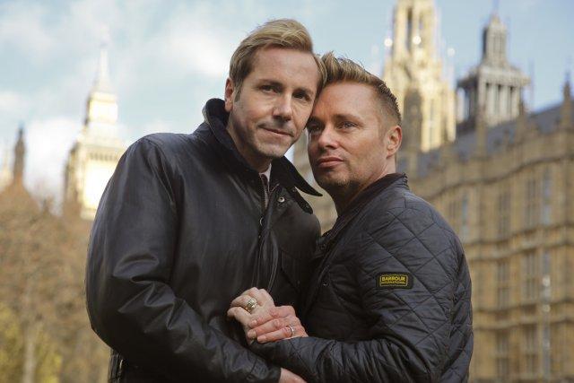 Tony et Barrie Frewitt-Barlow, couple d'homosexuels qui vivent... (Photo Chris Helgren, Reuters)
