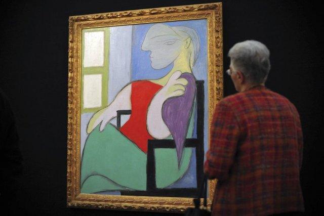 Femme assise près d'une fenêtre de Pablo Picasso... (Photo: archives AFP)
