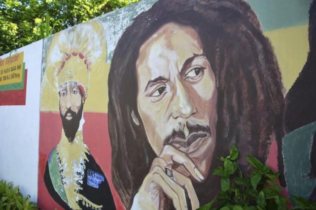 Une murale représentant Bob Marley à Kingston.... (Photo: AP)