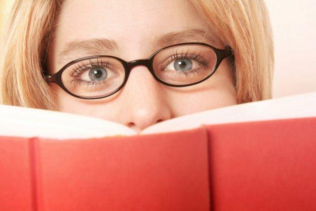 Si la lecture recule depuis trois ans, les Français restent en majorité très... (PHOTO PHOTOS.COM)