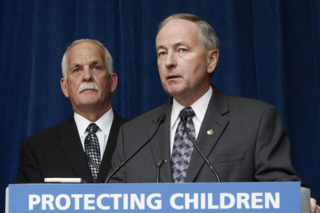 Le ministre de la Sécurité publique, VicToews (à... (Photo: PC)