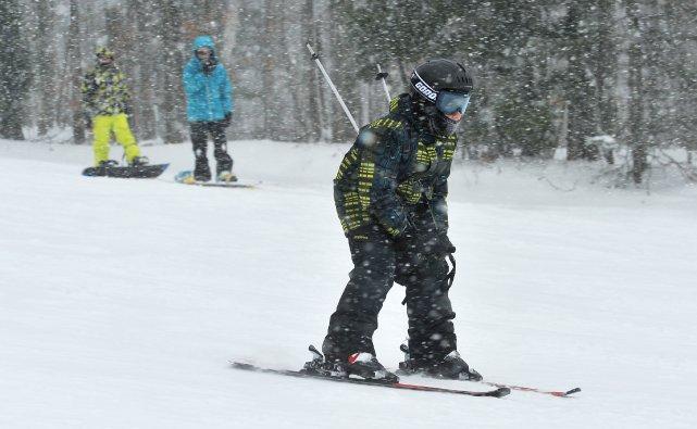 Les activités hivernales se poursuivent dans la région de Sherbrooke, même si... (Archives La Tribune, Jessica Garneau)