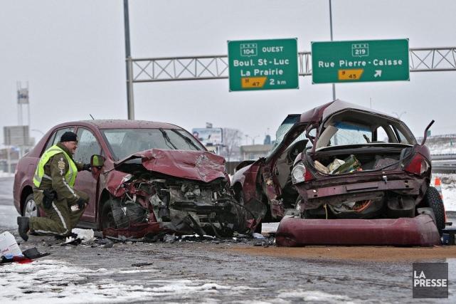 L'impact fut violent et la conductrice de la... (Photo Patrick Sanfaçon, La Presse)