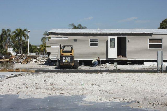 Des résidences s'apprêtent à être déménagées vers un... (photo Karine Blanchard)