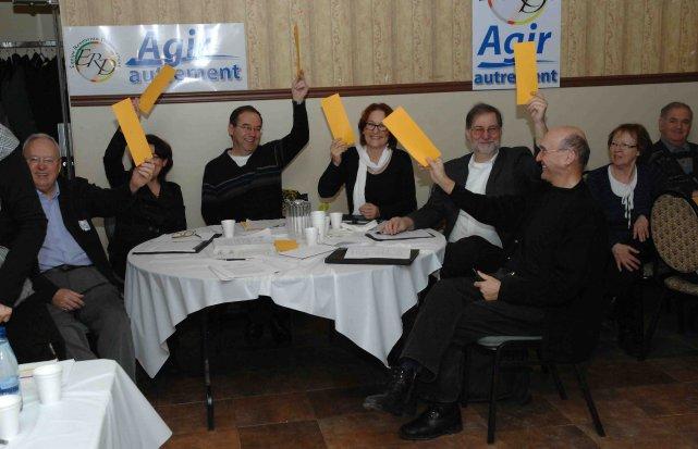 L'Équipe du renouveau démocratique tenait son assemblée générale... ((Photo Michel Tremblay))