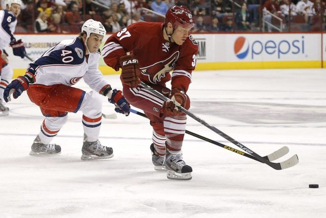 Jared Boll (40) poursuit Raffi Torres (37).... (Photo Matt York, Associated Press)