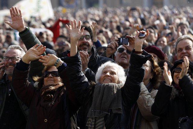 Plus de 50 000 personnes se pressaient sous... (Photo: Reuters)