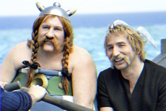 Gérard Depardieu (Obélix) et Édouard Baer (Astérix) dans... (Photo: fournie par Films Séville)