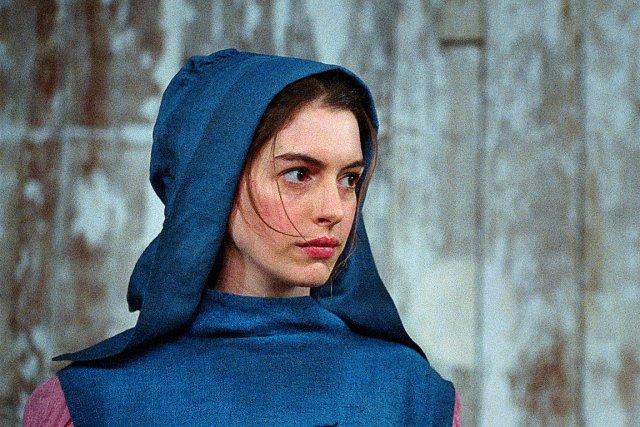 Anne Hathaway dans Les Misérables... (Photo Universal)