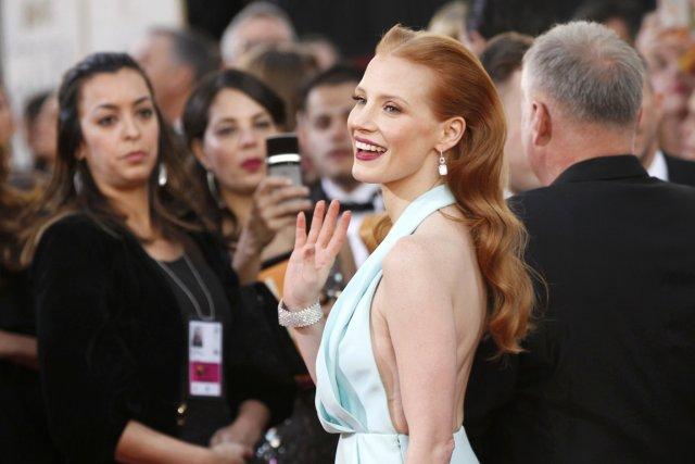 Lèvres vermillion et teint de porcelaine pour Jessica... (Photo Reuters)
