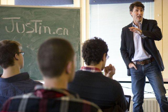 Justin Trudeau s'est entretenu mardi avec des étudiants... (Photo: Robert Skinner, La Presse)