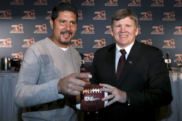 Anthony Calvillo et Dan Hawkins... (Photo Christinne Muschi, Reuters)