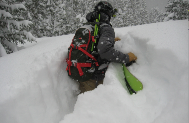 Les conditions de neige exceptionnelles rendent le travail... (Photo Centre d'avalanche de la Haute-Gaspésie)
