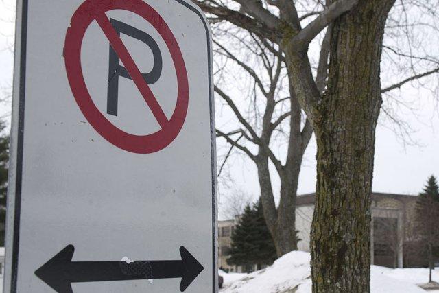 Les nombreux interdits de stationnement pénalisent injustement les... (Photo: Stéphane Lessard)