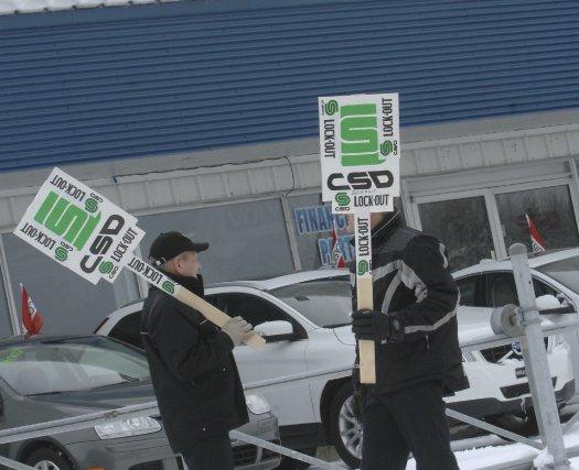 Trois concessionnaires automobiles du Saguenay-Lac-Saint-Jean ont décrété un... (Photo Michel Tremblay)