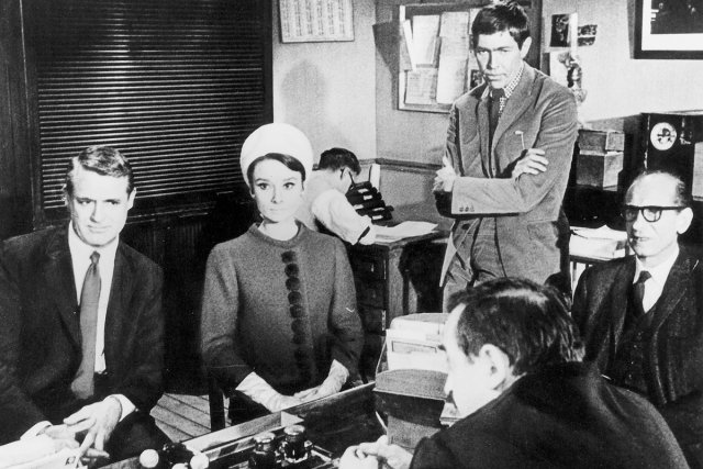 Cary Grant, Audrey Hepburn et James Coburn dans... (Photo: fournie par Radio-Canada)