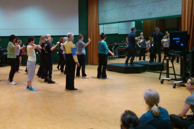Une centaine de danseurs se préparent pour Le... (Maud Cucchi, collaboration spéciale)