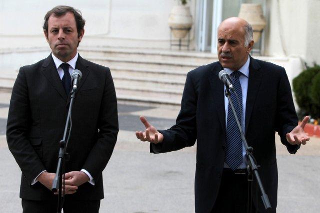 Le président du FC Barcelone, Sandro Rosell, et... (Photo Abbas Momani, AFP)