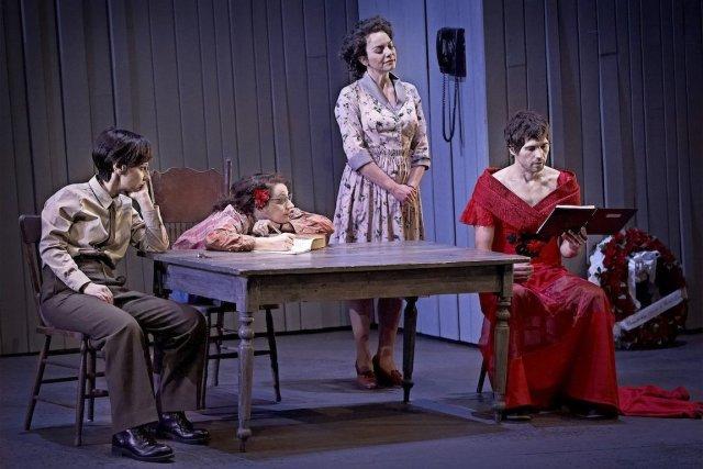 Nathalie Mallette, Léane Labrèche-Dor, Macha Limonchik et Maxime... (Photo fournie par le Théâtre Jean-Duceppe)