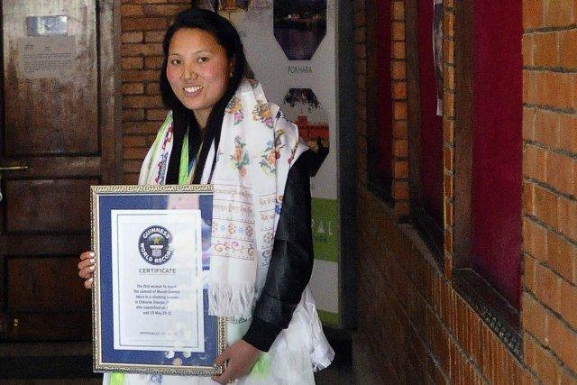 Le ministère du tourisme du Népal a remis... (Photo Prakash Mathema, AFP)