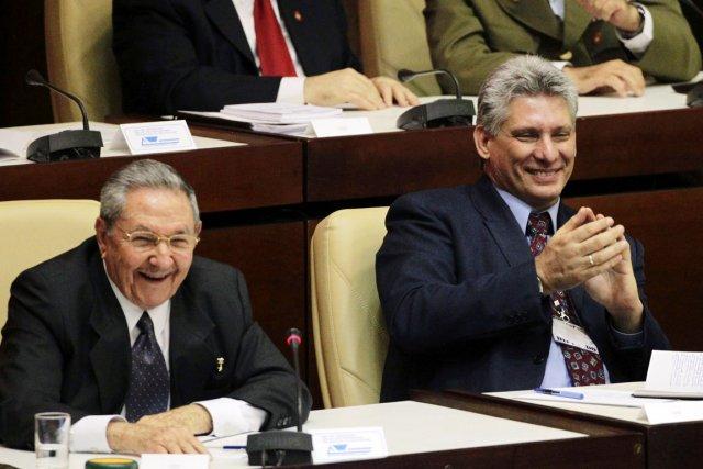Le président cubain Raul Castro (à gauche) et... (PHOTO DESMOND BOYLAN, REUTERS)