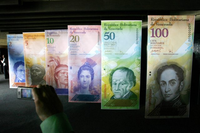 Le Venezuela, qui affiche officiellement une inflation de... (PHOTO JORGE SILVA, REUTERS)