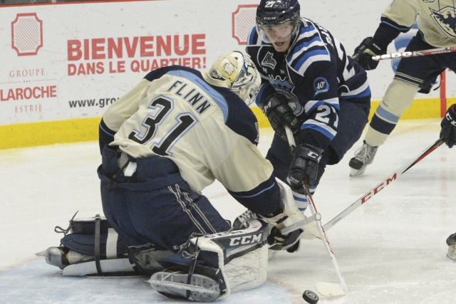 Laurent Dauphin (27) tente de déjouer le gardien Jack... (PHOTO ARCHIVES GESCA)