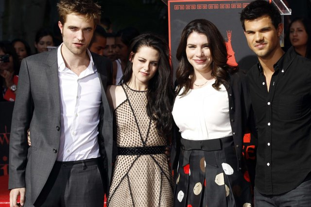 Robert Pattinson, Kristen Stewart, Stephenie Meyer et Taylor... (Photo: Reuters)