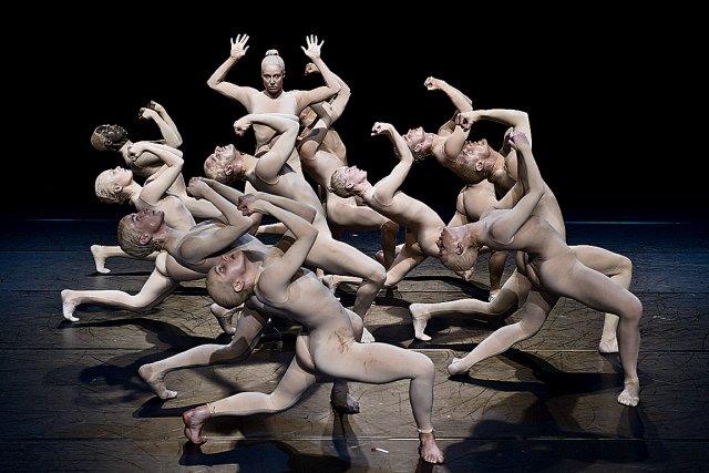 Les corps évoluent dans un enchaînement ininterrompu et... (Photo Erik Berg)