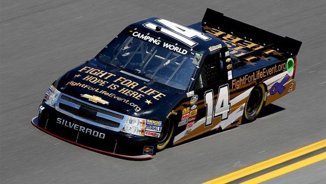Les camionnettes de la série Camping World s'amèneront-elles... (Photo: NASCAR.COM)