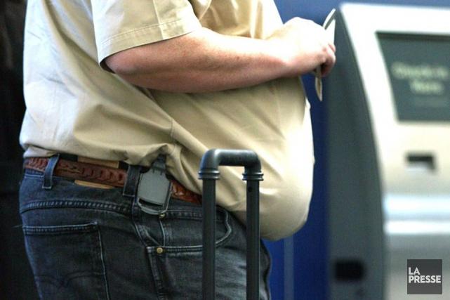 Être obèse ou en surpoids à l'âge de 50 ans pourrait accélérer la survenue de... (PHOTO ARCHIVES LA PRESSE)