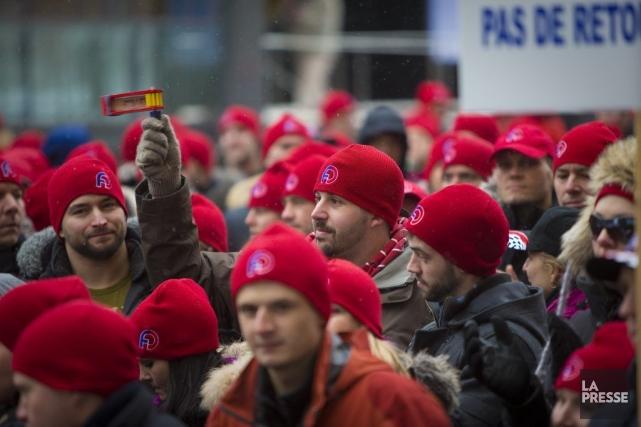 Les policiers dénoncent l'abolition de l'horaire de trois... (Photo André Pichette, La Presse)
