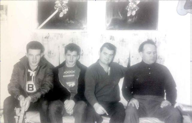 Marc Ouellet à gauche portant un chandail des... (Photos fournies par la famille Ouellet)
