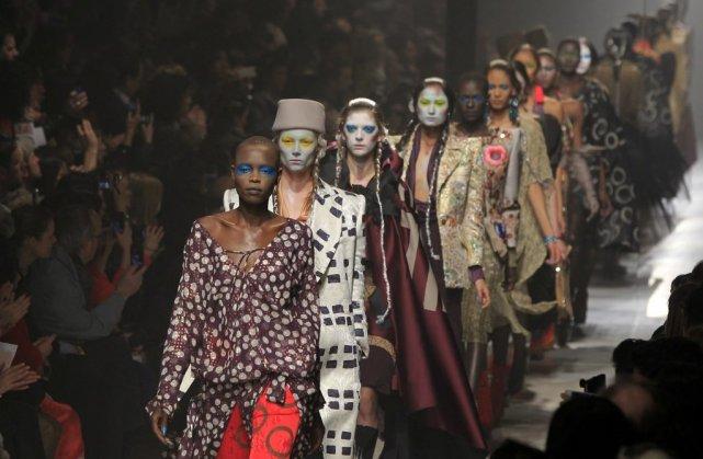 Les modèles du défilé de Vivienne Westwood... (Photo GONZALO FUENTES, Reuters)