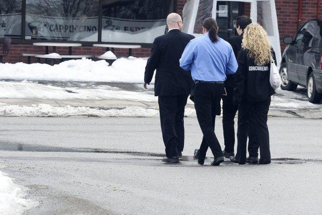Accompagnés d'un agent de la SQ, trois enquêteurs... (PATRICK WOODBURY, LeDroit)
