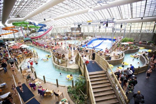 Le gigantesque parc aquatique intérieur du complexe hôtelier... (photo fournie par Jay peak)